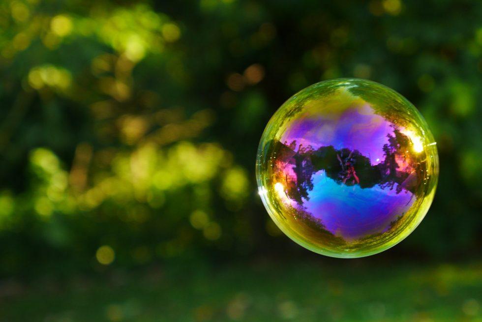 Bilde av såpeboble for å illustrere at studenttilværelsen kan oppleves som en boble