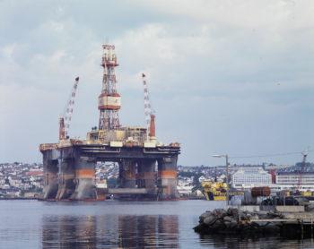 Bilde av en oljerigg