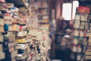 Bøker stablet